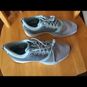 Women's Nike Zoom Strike Sneakers Size 7.5